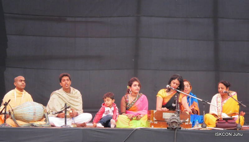 iskcon juhu rath yatra 2015 (14)