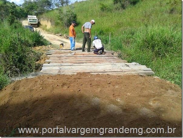 Ponte sobre o Córrego Brejáuba é construída em Vargem Grande (1)