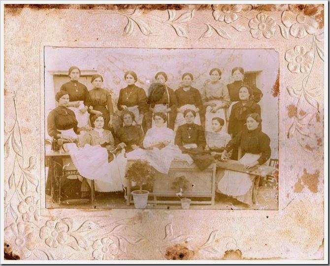 1915 - Clase de costura. Foto Solana. Valencia ca. 1915