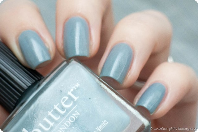 LFB Lady Muck Taubenblau Blaugrau Butter London Swatch
