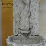 Hôtel de la Porte : fontaine en pierre