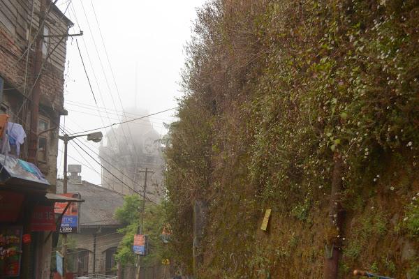 дарджилинг башня с часами туман
