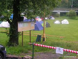 """Veřejné tábořiště Dronte Kynšperk - """"Kateřinka"""" vpravo před silničním mostem má sociální zařízení, pitnou vodu a občerstvení."""