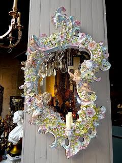 Антикварное фарфоровое зеркало 19-й век. 72/43 см. 3500 евро.