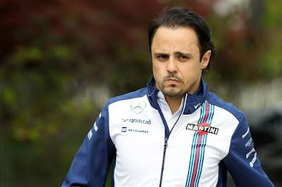 подозрительный Фелипе Масса ходит по паддоку Шанхая на Гран-при Китая 2015