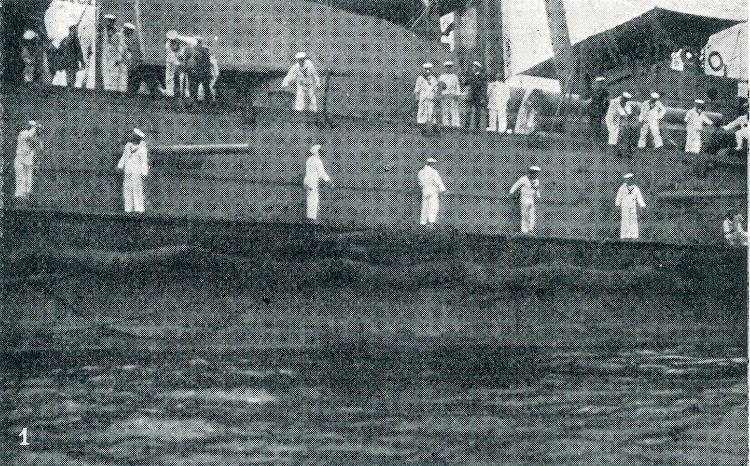 Momento inicial de zallar la red contratorpedos del ESPAÑA. Reparto de la tripulación para zafar los tomadores.jpg