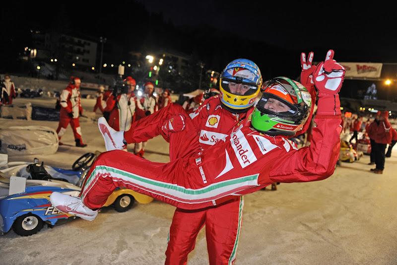 Джанкарло Физикелла на руках у Фернандо Алонсо на картинговой гонке Wrooom 2013