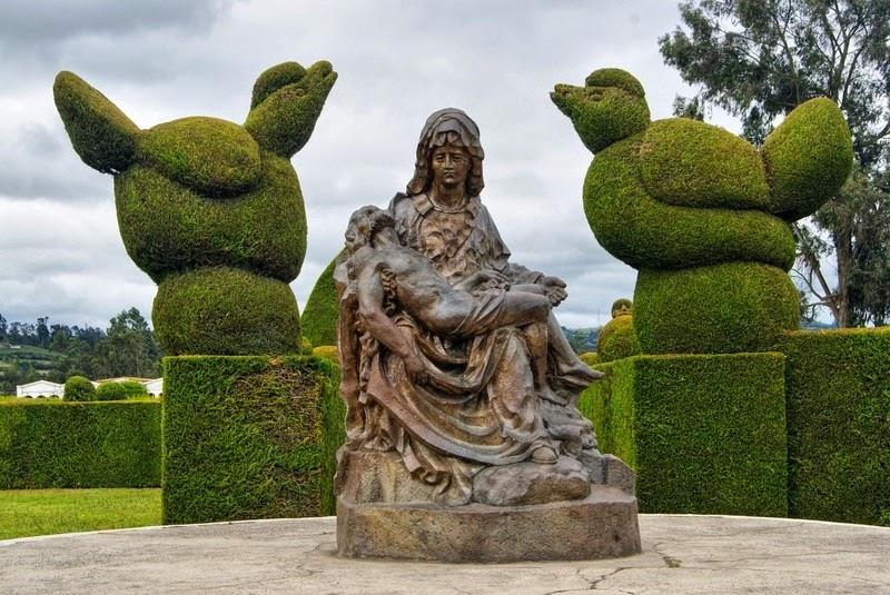 topiary-cemetery-tulcan-1