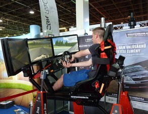 Car_racing_simulator_-_SBR_Racing,_Construma,_2015.04.17