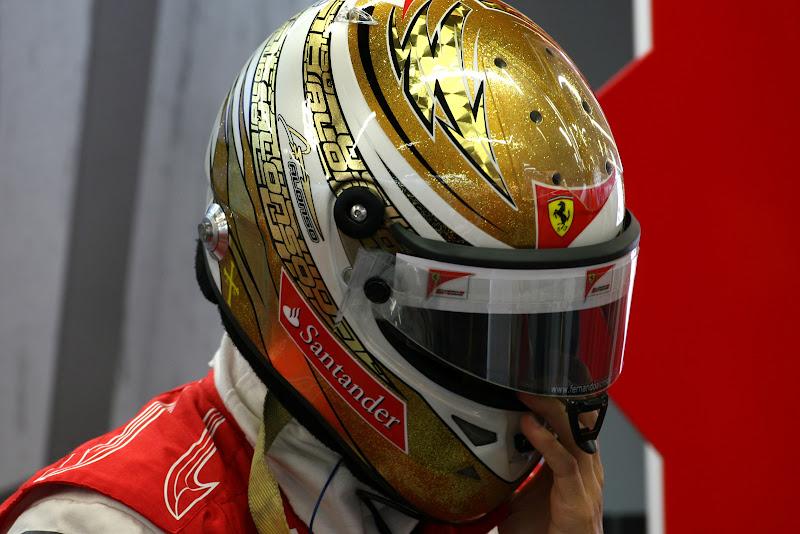 золотой шлем Фернандо Алонсо на Гран-при Сингапура 2011