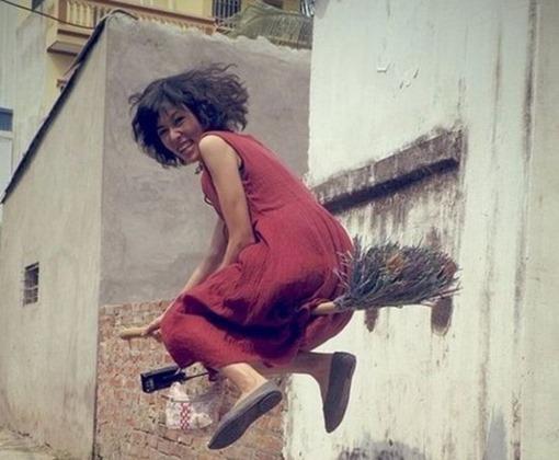 Женщина на метле