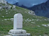 Auf dem Scheitel des Col de la Cayolle (2326 m).