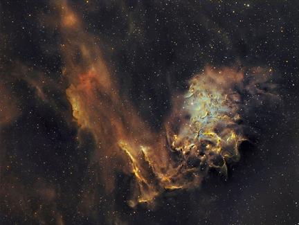 a estrela AE Aurigae e a Nebulosa da Estrela Flamejante