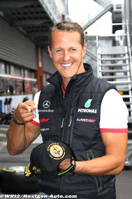 Михаэль Шумахер с юбилейной кепкой на Гран-при Бельгии 2011