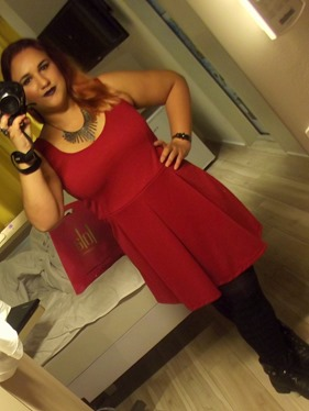 look-look do dia-roupa-fashion-usei-ootd-beauty fair-2015-vestido-vermelho-marisa-coturno-bota-via curtume-meia-calca-Carolina-Brito-Beauty Secrets-CarolBritoblog- (3)