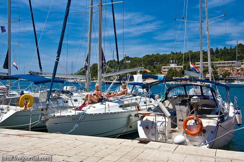 Хорватия, остров Хвар, марина - яхтовая пристань