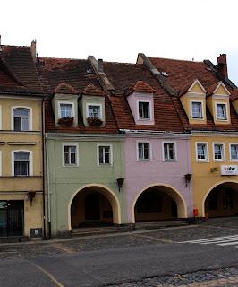 kamienice przy rynku w  Lubomierzu