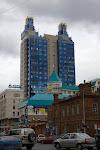 Eins der modernen Gebäude in Nowosibirsk / Одно из самых современных зданий Новосибирска
