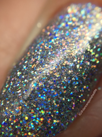 silver-holographic-holo-micro-glitter-nail-polish