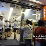 跟著旅遊書上的指示,走了很遠的路,終於來到鼎泰豐老店。下次最好還是乘計程車吧...