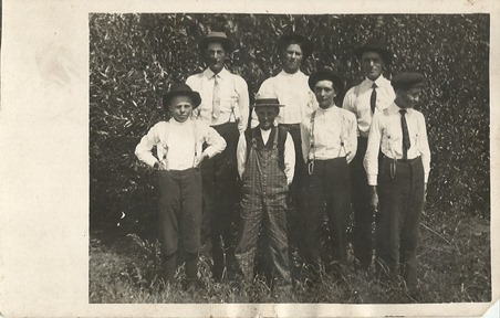 Men and boys 1908 DL ant