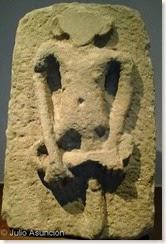 Relieves de San Miguel de Villatuerta - hombre orejudo o simio
