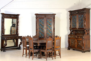 Изумительный гарнитур 19-й век. Буфет, шкаф, зеркало, стол, стулья. Выполнен из дуба, стеклянные витражи, резные скульптуры.