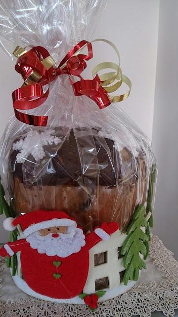 panettoni e pandori decorati con cioccolato e pasta di zucchero