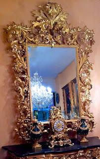Шикарное настенное зеркало. 19-й век. Дерево, резьба, золочение.