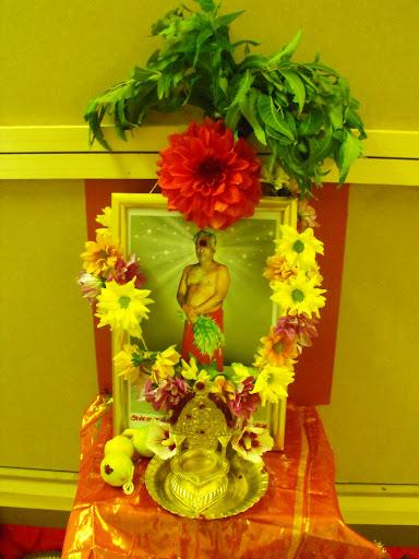 Amma in Arulnilai, where Adhiparasakthi has descended into Bangaru Adigalar's body...
