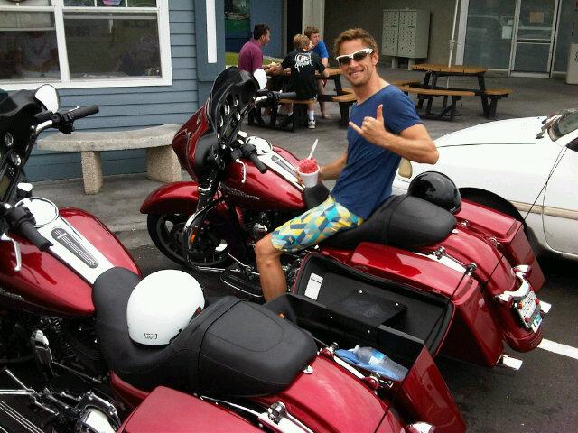 Дженсон Баттон на мотоцикле Harley Davidson - конец марта 2012