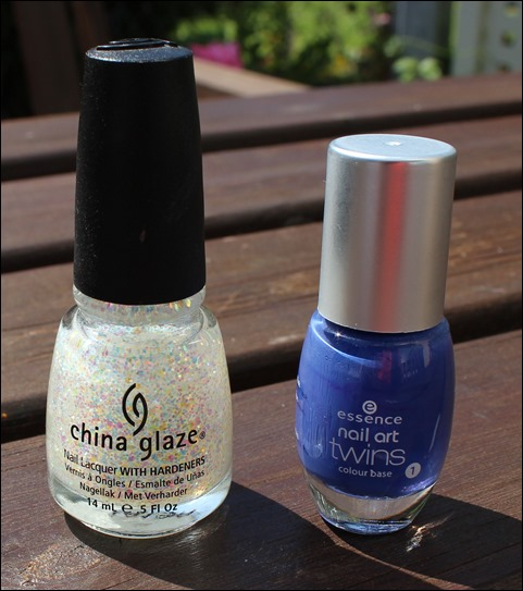 Nail Art Pool Party Blau Glitzer Wasser Sommer Nageldesign 02