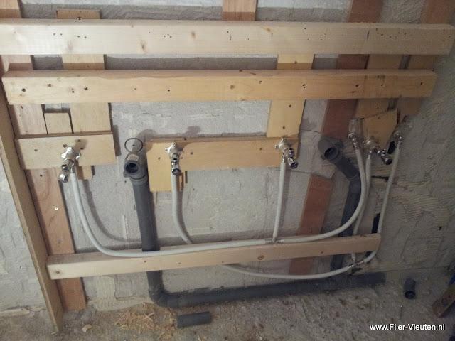 Verbouwing badkamer, afgewerkt met steigerhout | E. Flier ...