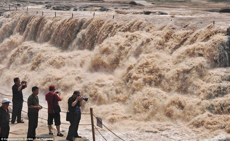 hukou-waterfall-10