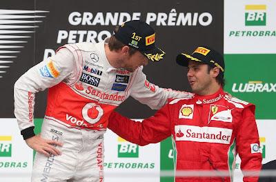 Дженсон Баттон и Фелипе Масса на подиуме Интерлагоса на Гран-при Бразилии 2012