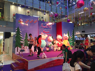 The Peppa Pig and Family Photo-taking Session