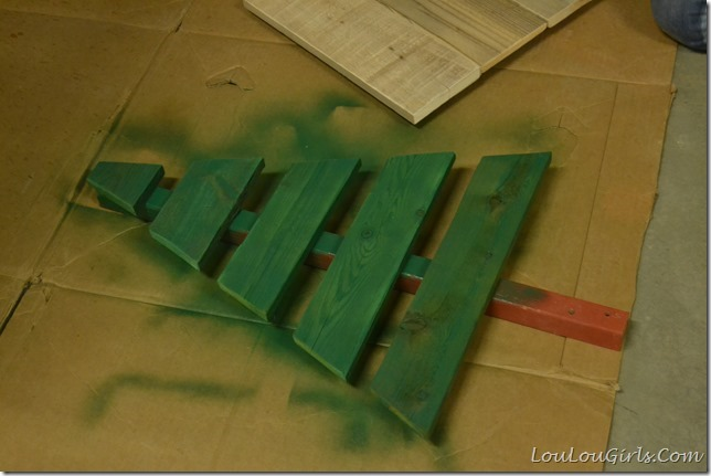 DIY-Pallet-Christmas-Tree-And-Presents (4)