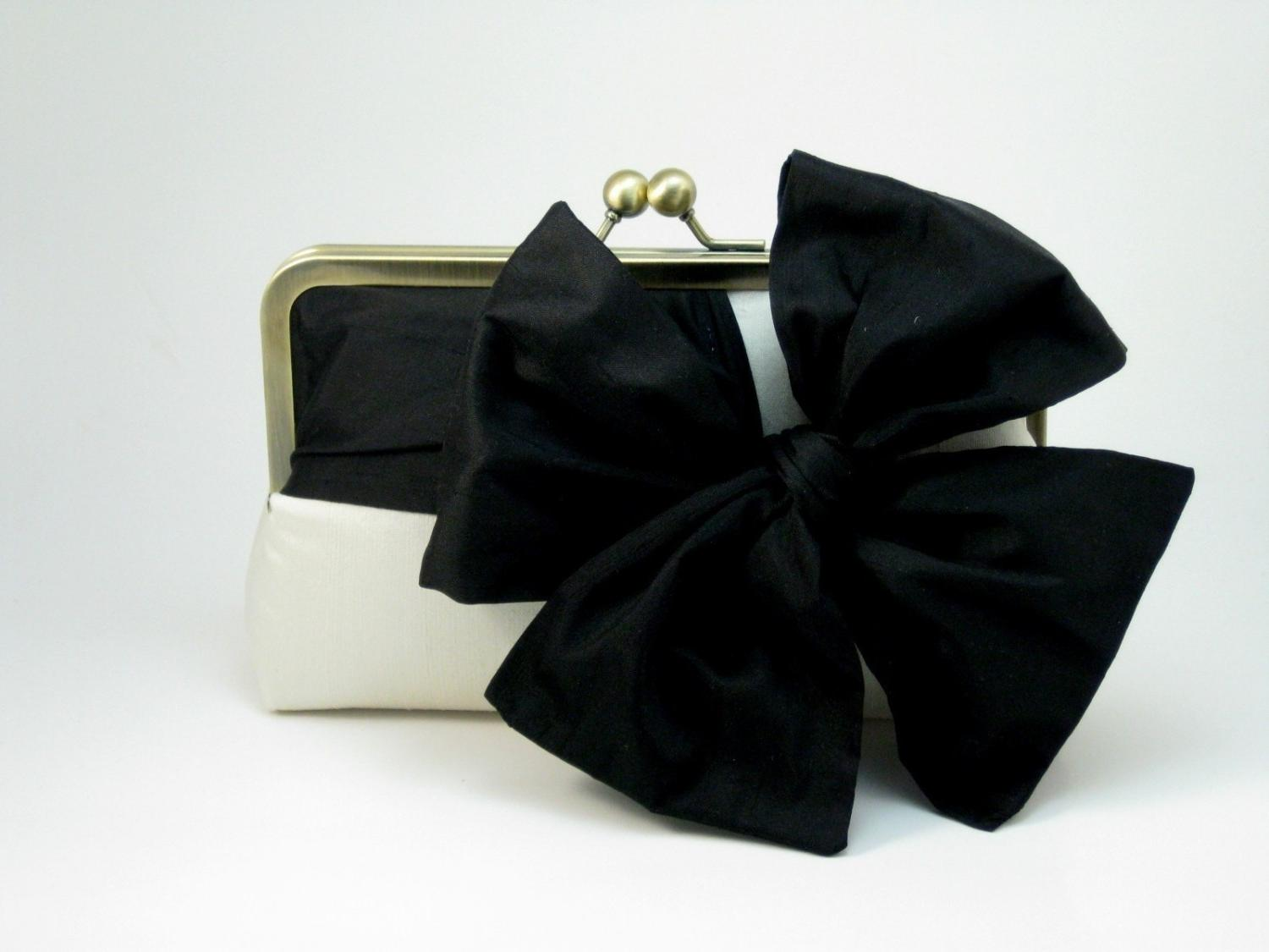 40  off - Classic Bow Clutch