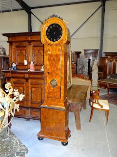 Красивые напольные часы. ок.1900 г. Высота 235 см. 4500 евро.