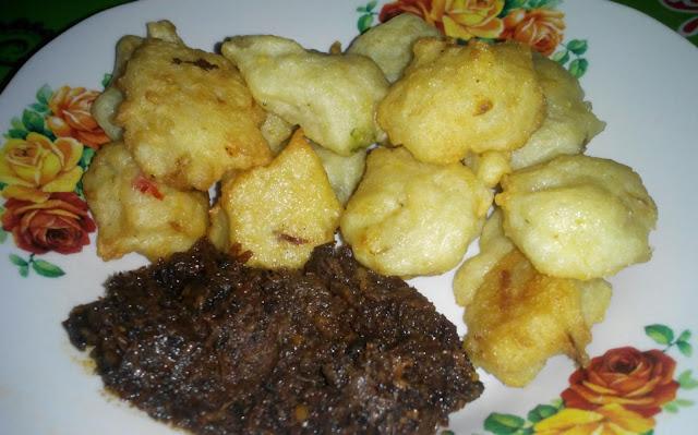 Cucur bilis dan sambal hitam Pahang
