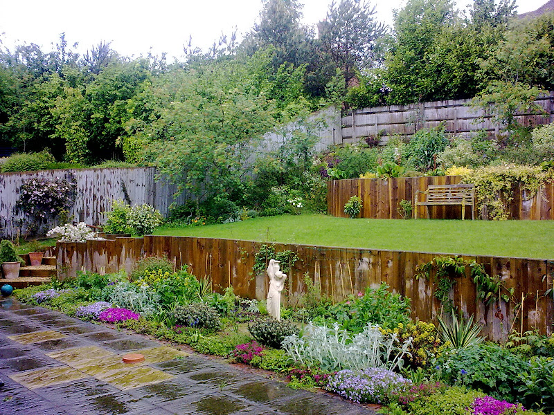 Large garden on a slope dmw landscapes for Garden design on a slope