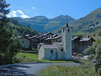 Auf der Nordrampe den Kleinen St. Bernard hinunter Richtung Aostatal, das Örtchen La Thuile.