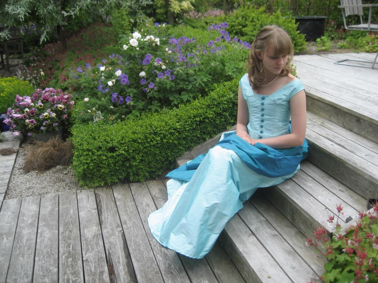 Victorian bustle gown   corset