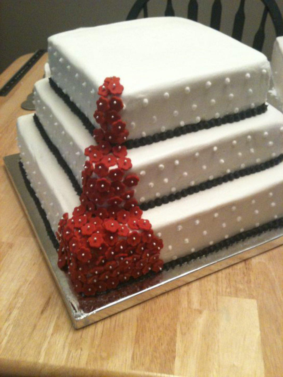 Red Flower Fall cake. Wedding