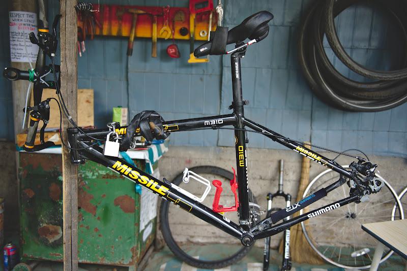 Bicicleta de 200 de dolari in curs de modificari.