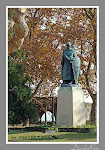 Portugal santarem jardim portas sol monumentos estatuas figuras historicas dom afonso henriques primeiro rei português portuguese first king statue estatua historic monuments garden arvores trees