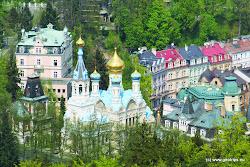 V lázních se léčí především nemoci metabolické, pohybového ústrojí a choroby trávicího ústrojí. V okolních lesích se nachází přes 100 vycházkových cest s mnohapomníky, čtyřmi rozhlednami, pavilony a dvěma lanovými dráhami. Karlovy Vary jsou a stále budou mezinárodně významným městem z hlediska lázeňství a kultury.