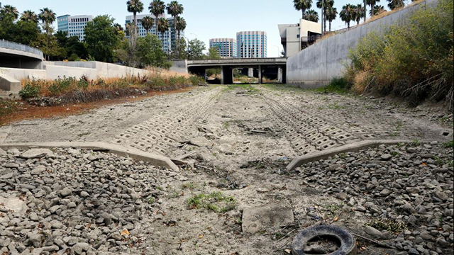 Looking south, one can see the dried up Guadalupe River near Santa Clara Street in San Jose, California, on Friday, 17 July 2015. Photo: Jim Gensheimer / San Jose Mercury News via AP