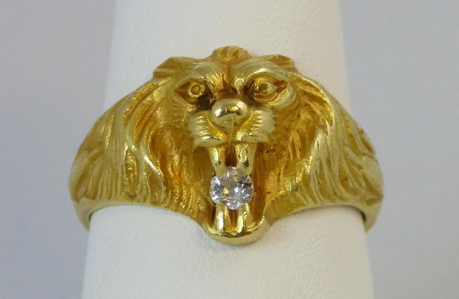 79 - 14K YELLOW GOLD LION HEAD