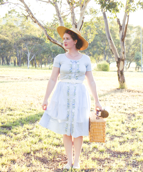 Vintage everyday style for a busy mother | Lavender & Twill
